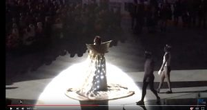 Киркоров сбил с ног фанатку на концерте в Тольятти